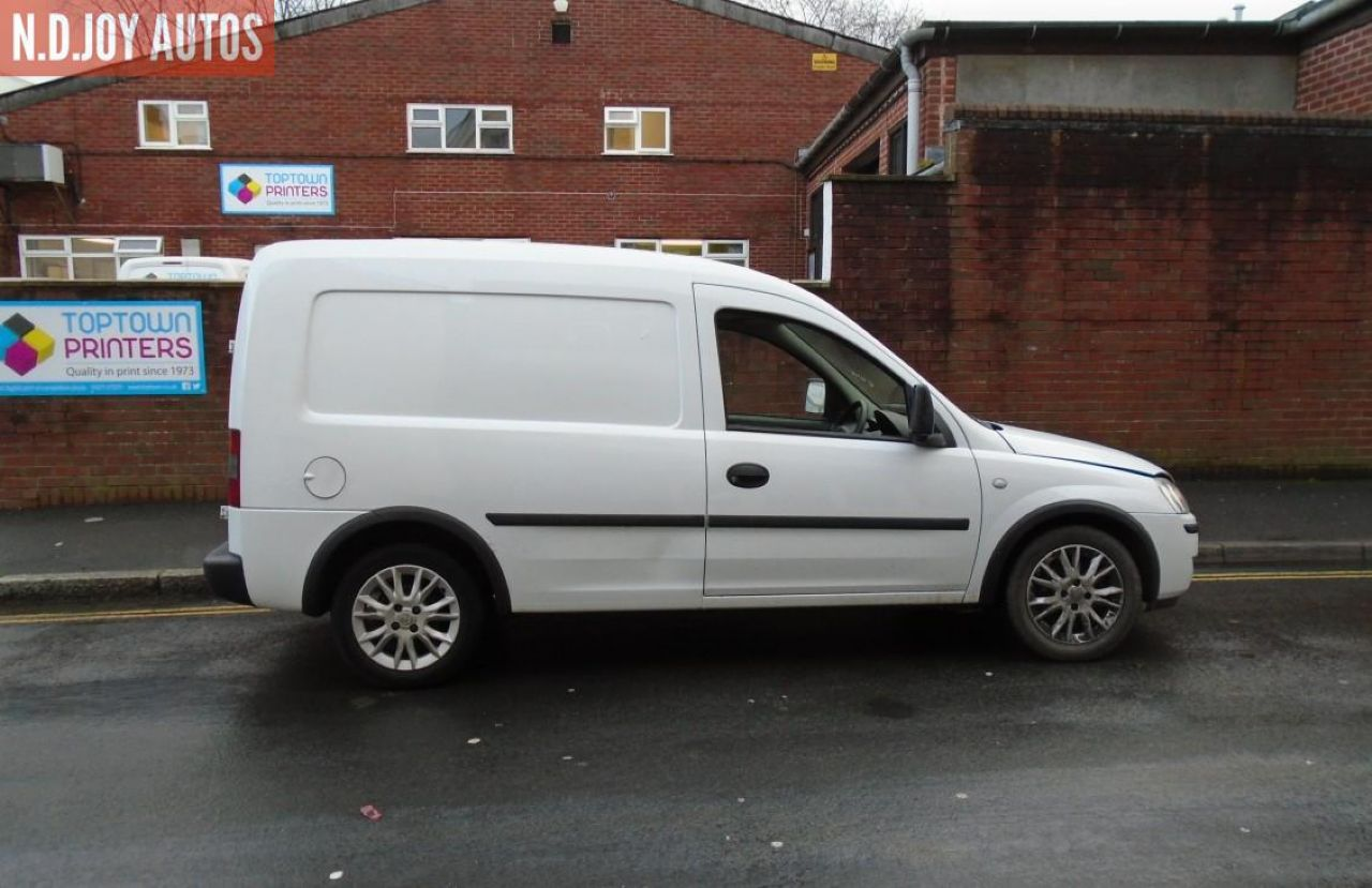 VAUXHALL COMBO 1700 SE CDTI - Picture 2