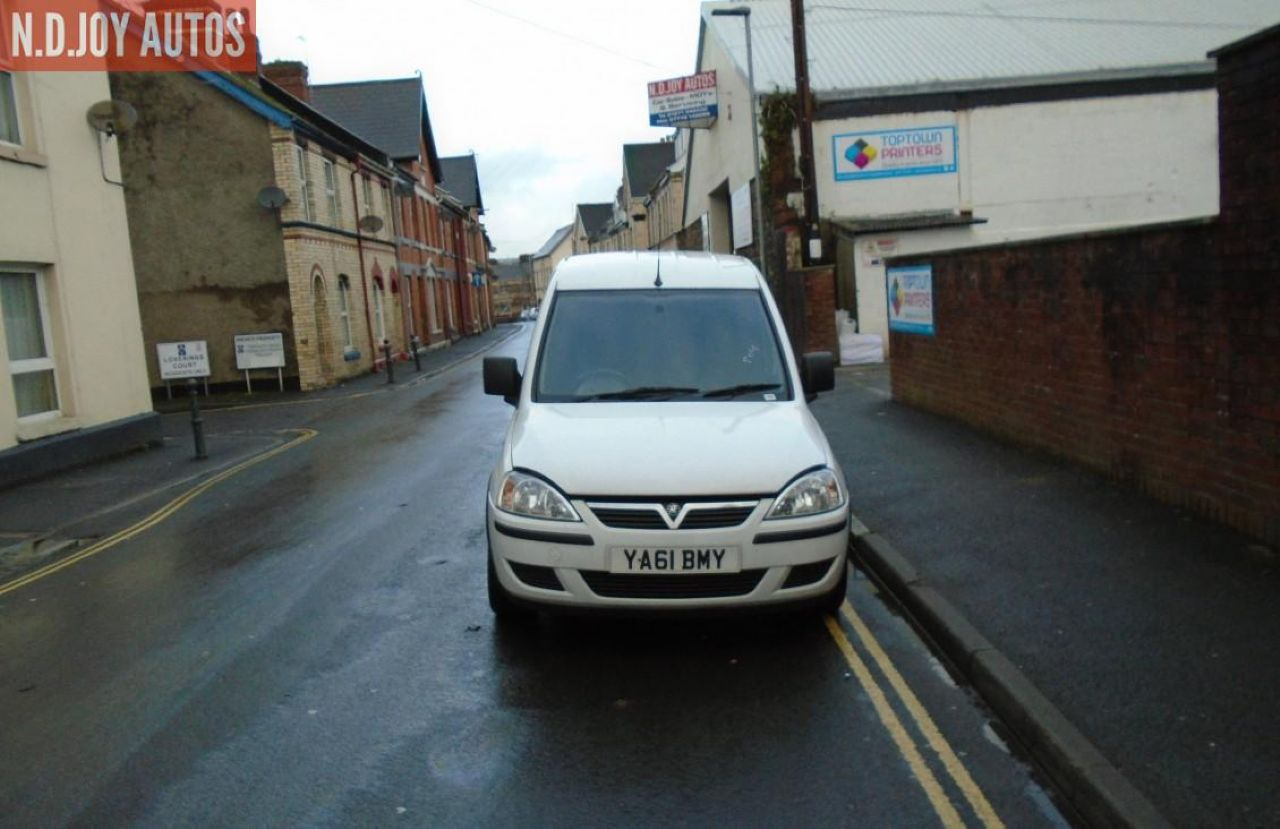 VAUXHALL COMBO 1700 SE CDTI - Picture 3