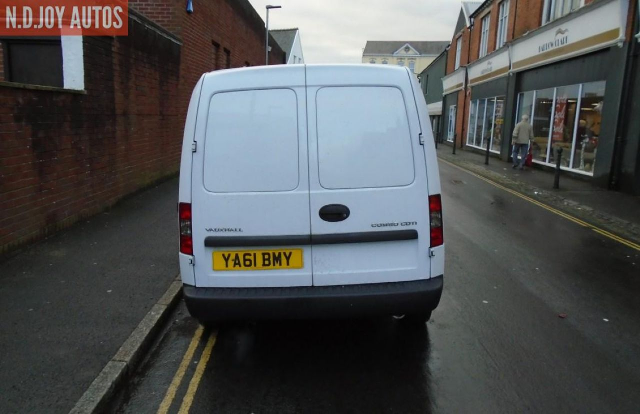 VAUXHALL COMBO 1700 SE CDTI - Picture 4
