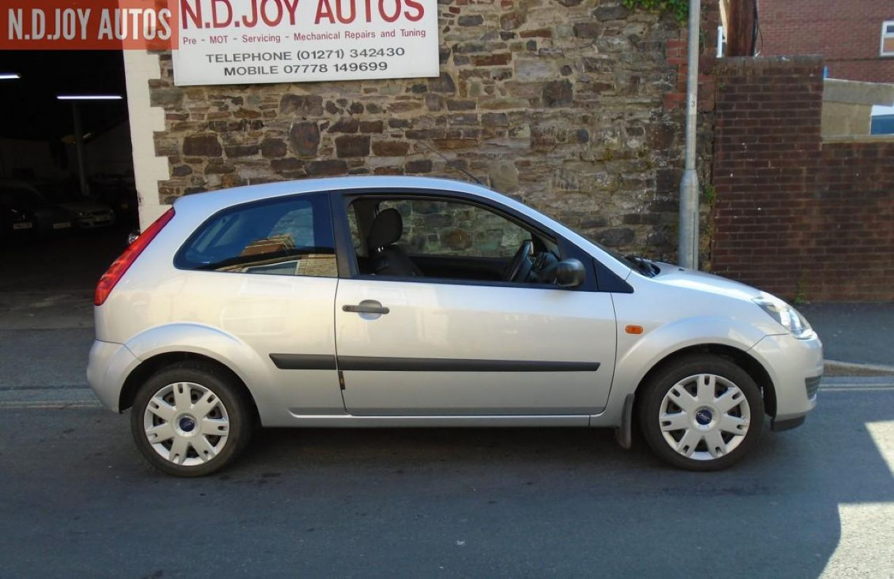 FORD FIESTA Style 1.25 075 - Picture 2