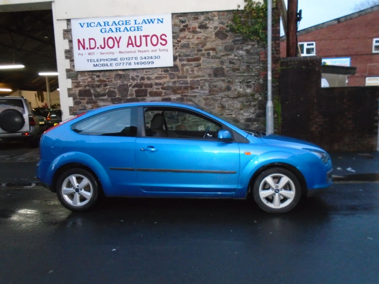 FORD FOCUS 1.6 Zetec Auto - Picture 1