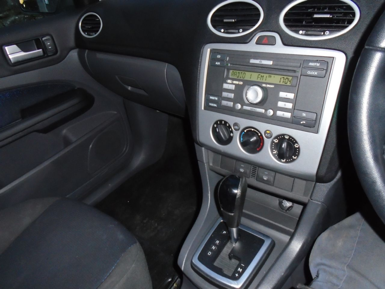 FORD FOCUS 1.6 Zetec Auto - Picture 6