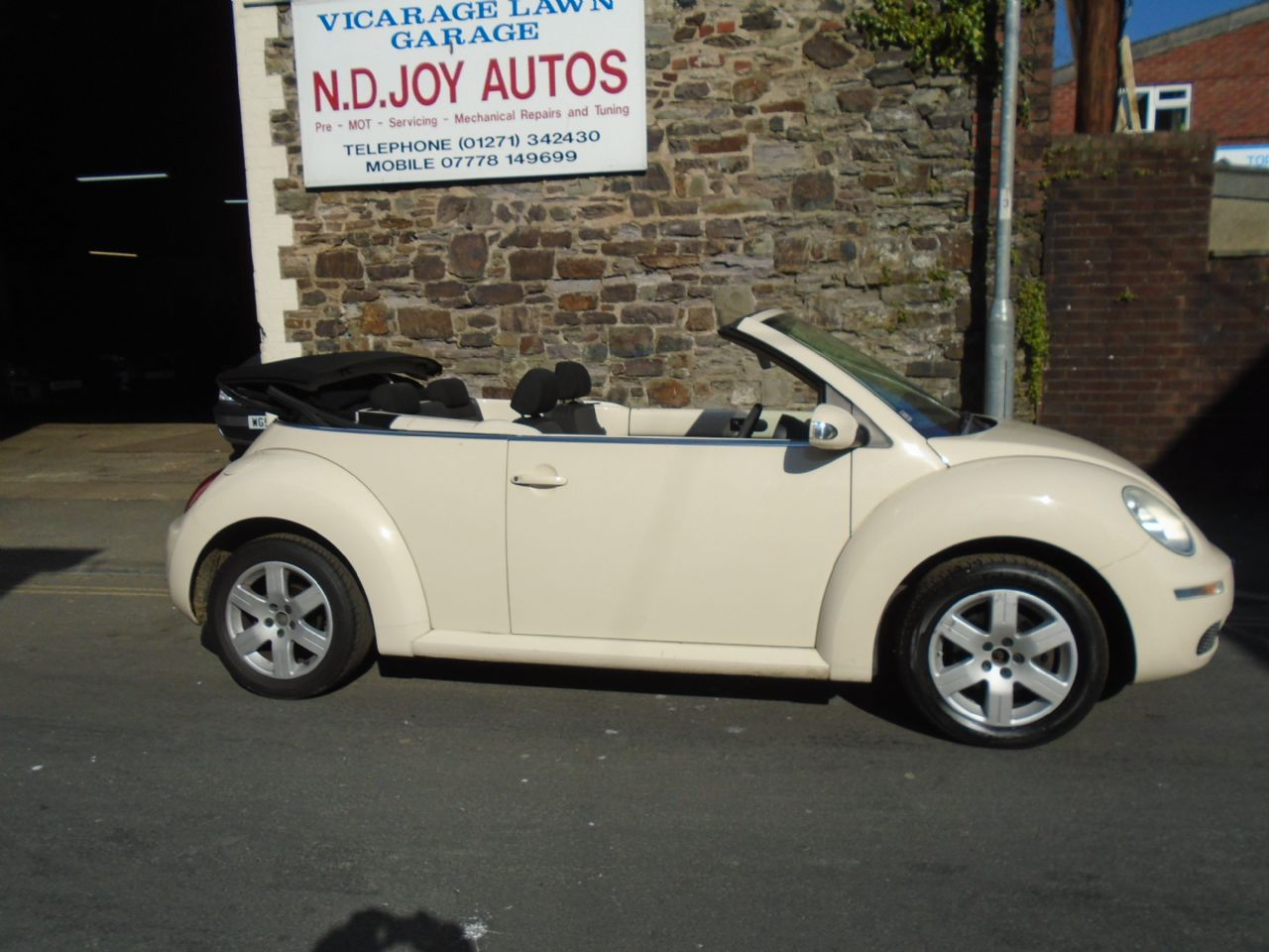 VOLKSWAGENNEW BEETLE1.4 Luna for sale