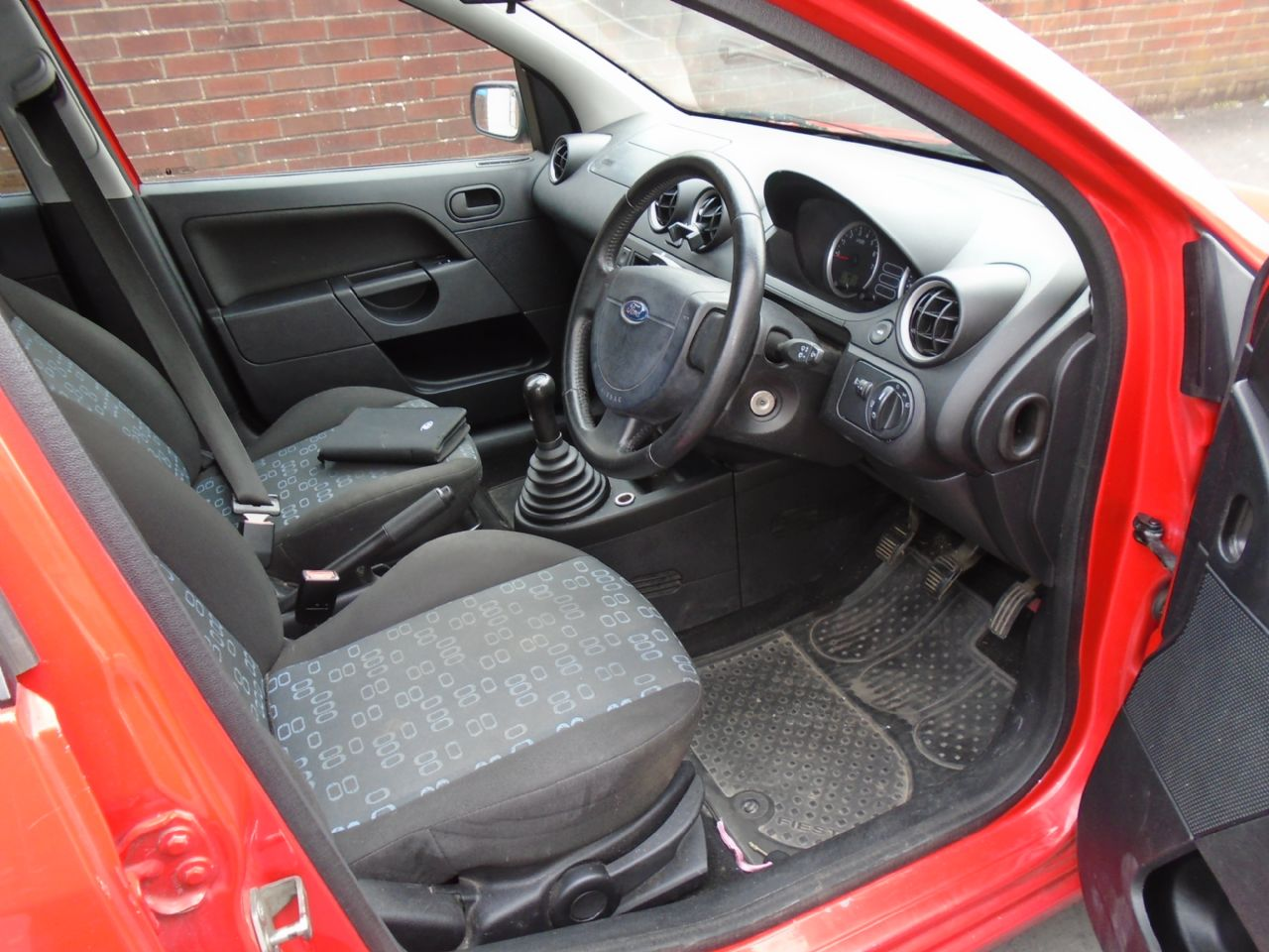 FORD FIESTA 1.4i 16v LX A/C - Picture 5