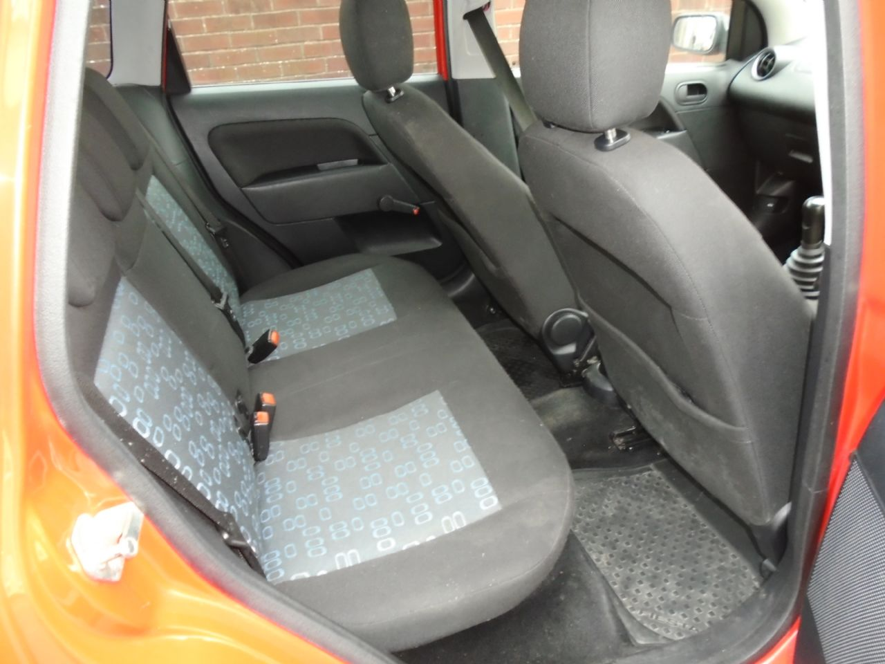 FORD FIESTA 1.4i 16v LX A/C - Picture 6