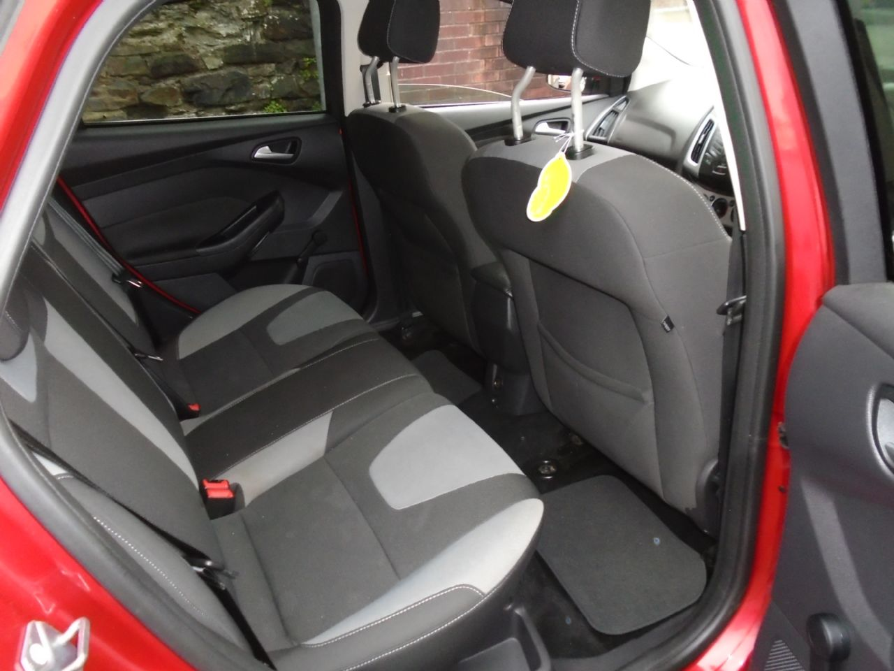 FORD Focus Zetec 1.6 Ti-VCT 125 PS - Picture 8