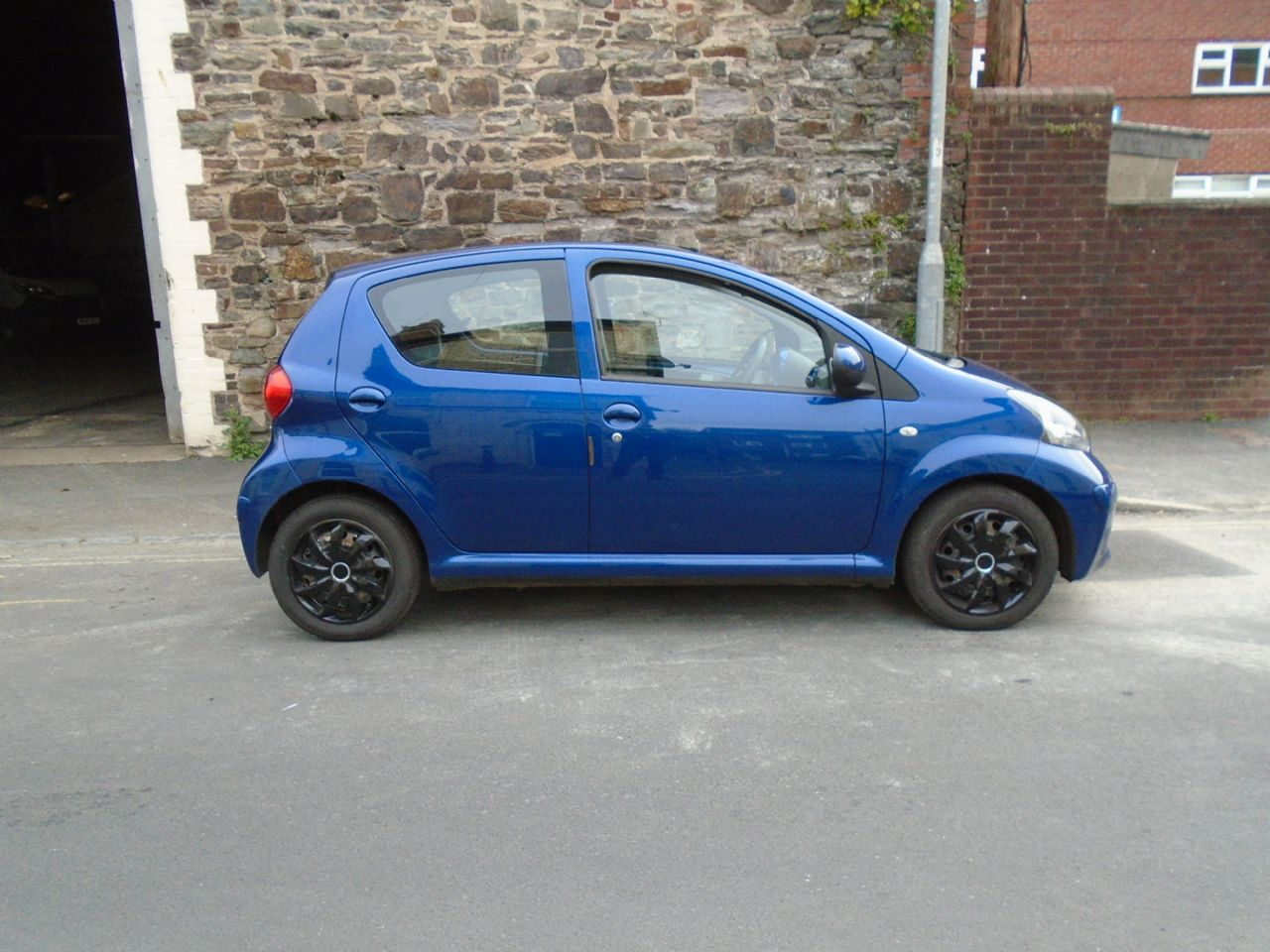 TOYOTAAygo1.0 VVT-i Blue for sale